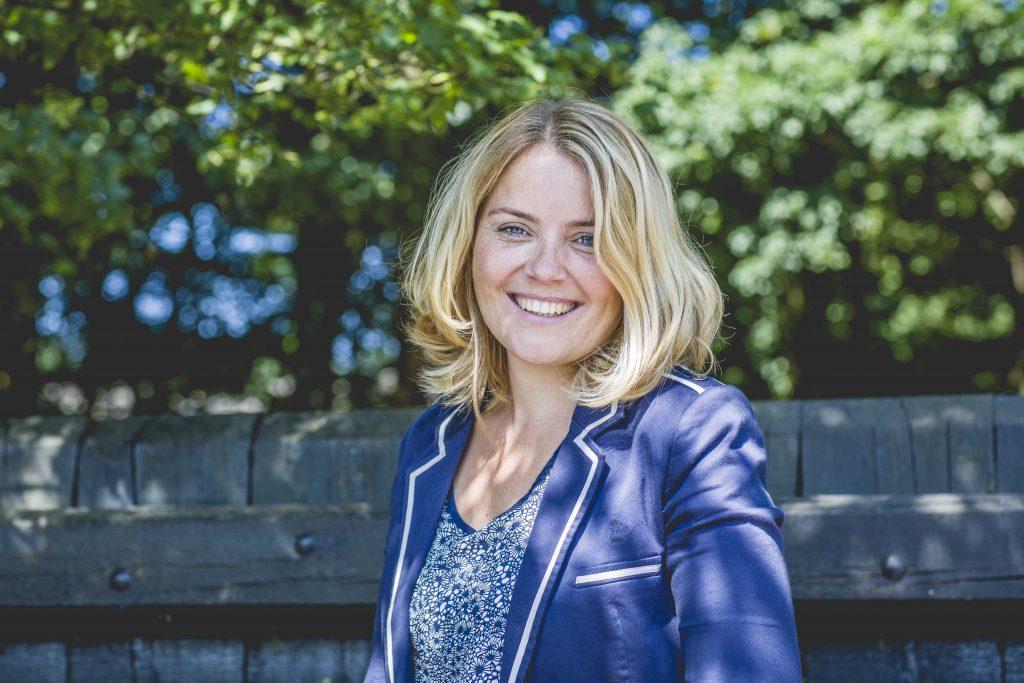Dit is Annelies Brouwer. Zij is trainger van de cursus complimenten in de klas.