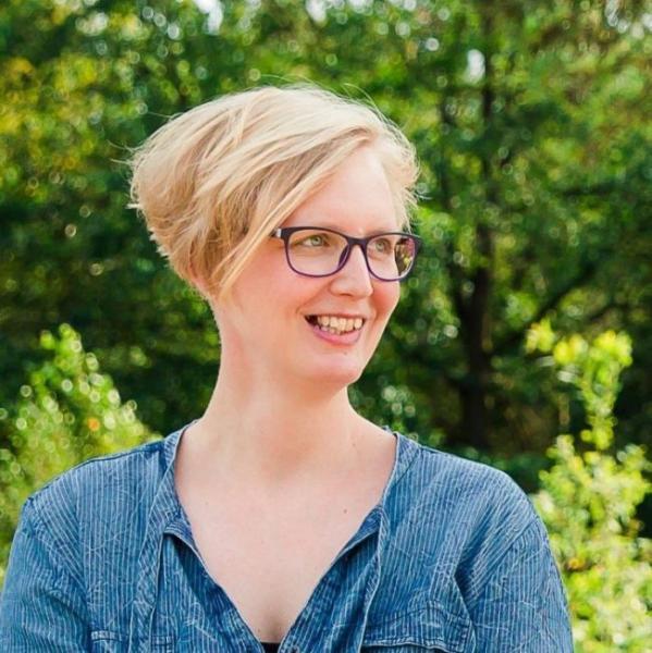 Berthea de Boer is muziekdocent en maakt een dag vol muziek.