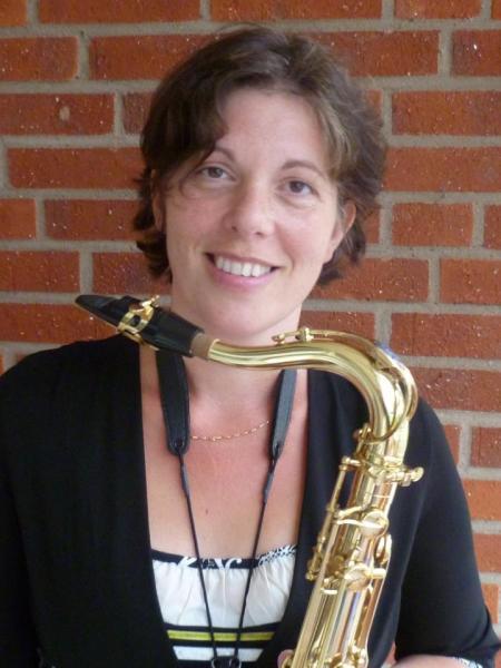 Edith Bakker geeft muziekonderwijs.