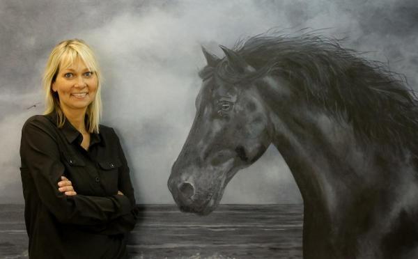 Els Posthumus is van beroep kunstenaar en gaat aan de slag met schilderen.