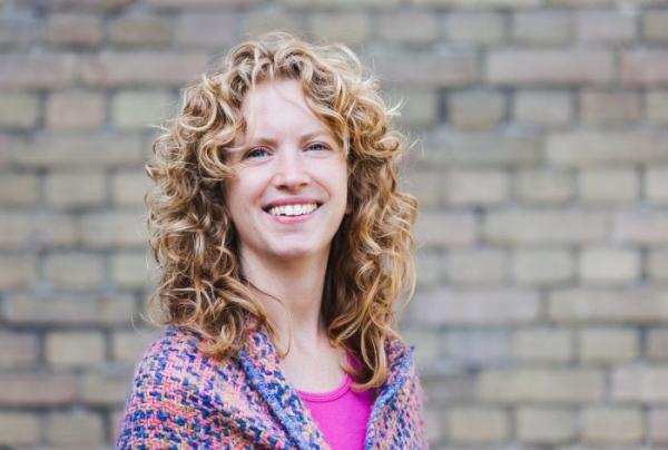 Dit is Thea Jurina Dijkstra. Zij geeft de teambuilding: de zonnige kant bij Semko.