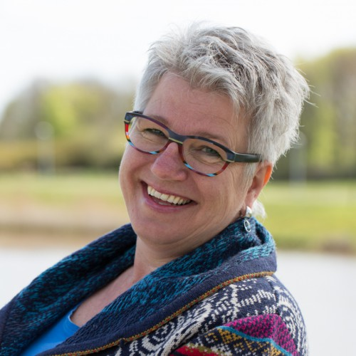 Linda Walinga is trainer in kindertekeningen en is coach.