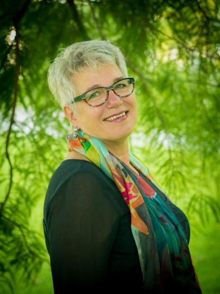 Linda Walinga. Linda coacht leerkrachten.