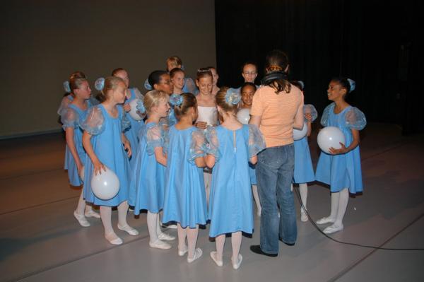Lyda de Groodt is een dansdocent en kijkt er naar uit om met de kinderen te gaan bewegen.