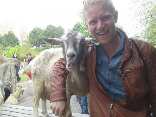 Willem Reijrink gaat aan de slag met muziek, de boerderij en met friet.
